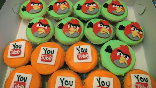 Angry Birds Cupcakes by CAKE Amsterdam - Cakes by ZOBOT