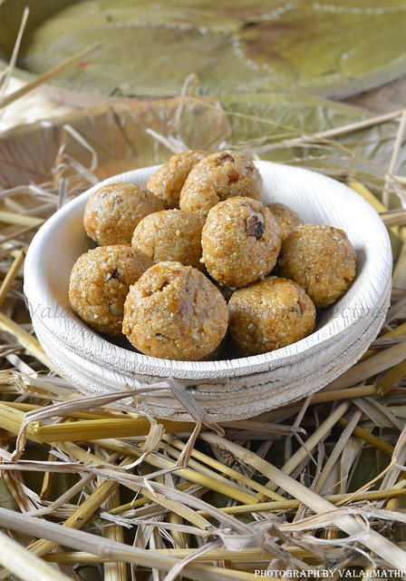 Oats and Walnut Ladoo