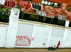 Grandir en ville (Alex L'aventurier,) Tags: street city urban art wall kids graffiti montréal quebec montreal sidewalk walker québec rue mur ville trottoir urbain