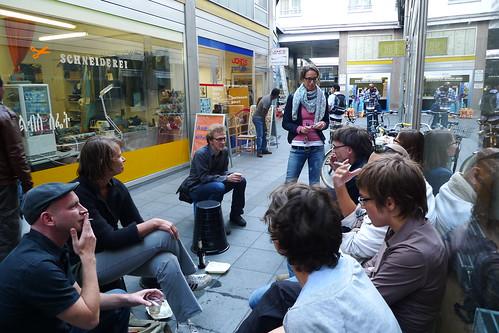 Zusammensein bei Souvenir Frankfurt in der Kaiserpassage. August 2011