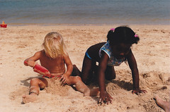 On the beach- Strndin (Sivva) Tags: africa sea summer west verde beach girl sand african westafrica vicente sao capo sumar sjr icelandic afrka sl svart strnd mindelo stelpa sandur strandir leikur stlka hvt strendur sivva