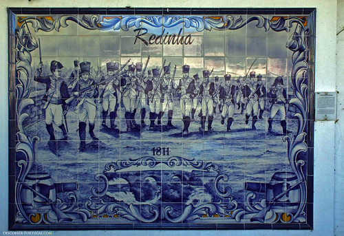 Those azulejos depicts the Battle of Redinha, during the Napoleonic wars.