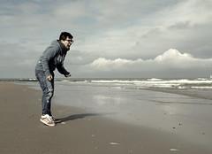 {7/52} Hemingway (Linda {*nel mio giorno di dolore che ognuno ha*}) Tags: ocean sea beach girl self waves belgium song angry 52weeks oostenda sfogalatuarabbianellarabbiadelloceano