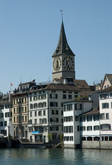 2011.06.16.023 ZURICH - La Limmat et le clocher de Sant Peters Kirche (alainmichot93 (At home)) Tags: architecture suisse zurich rivire horloge ville immeuble clocher 2011 cantondezurich lalimmat santpeterkirche