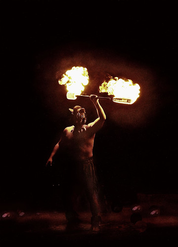 Llamarada que quema by Vilma Salazar