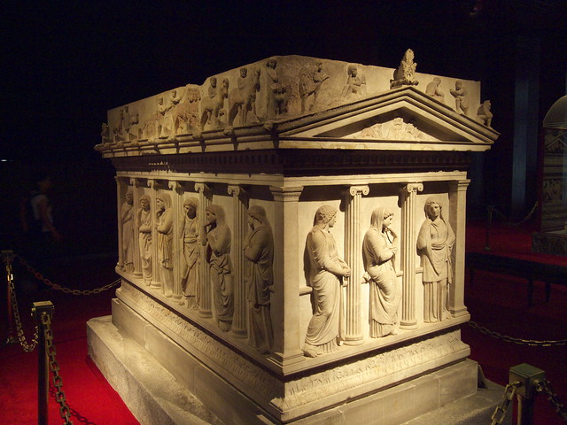 哀傷女子石棺Sarcophagus of Mourning Women