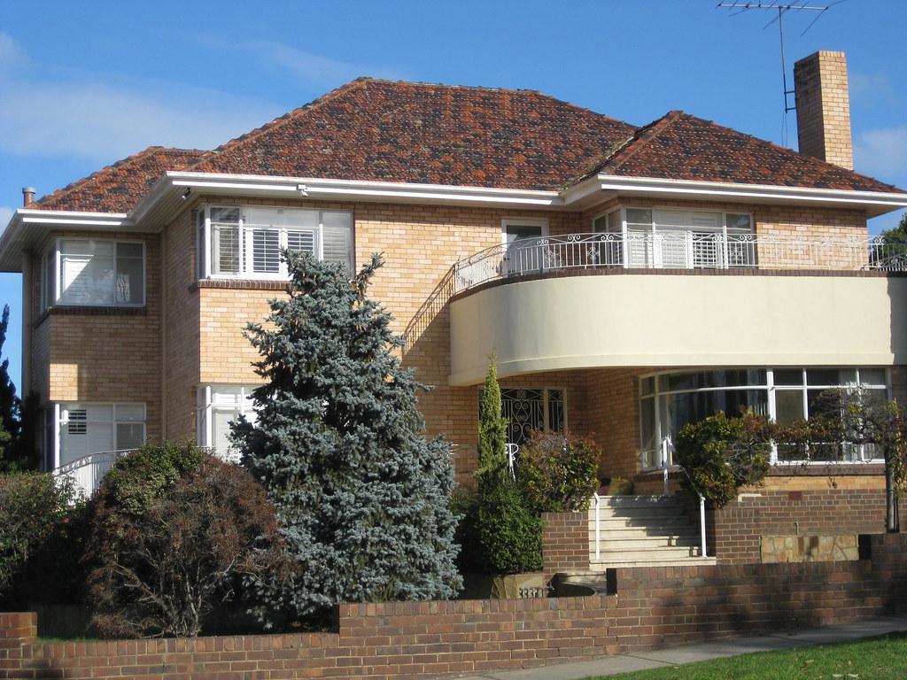 A Streamline Moderne Mansion - Essendon
