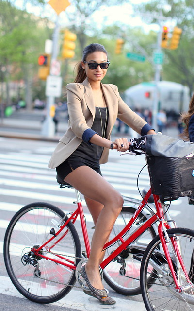 Desconfio que se vissem por aí mais imagens destas e talvez nos cruzássemos todos com mais mulheres em bicicletas