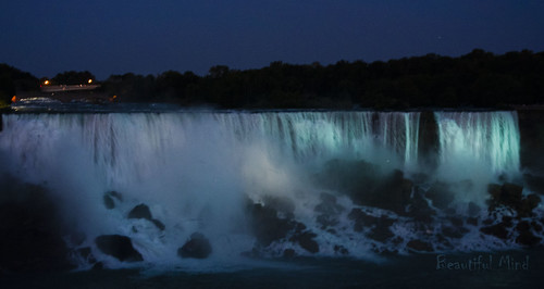 American falls at night_2