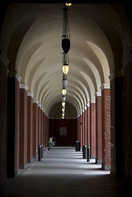 D2 getty villa hallway
