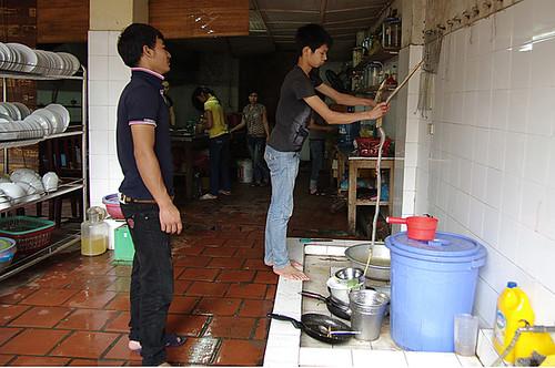 Vietnam: Hadí vesnice Le Mat aneb Jak se jí syrové tlukoucí hadí srdce