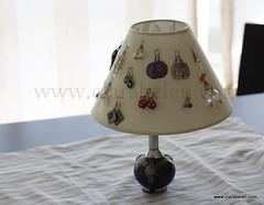 Cómo organizar los pendientes y bisutería en una pantalla de lámpara