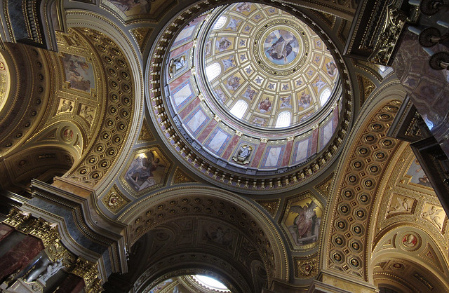 st_stephens_basilica_inside_panorama