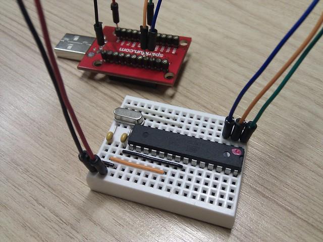 Detalhe da conexão entre a XBee Explorer e o Arduino Standalone
