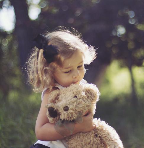 [フリー画像] 人物, 子供, 少女・女の子, ぬいぐるみ, アメリカ人, 201110010700