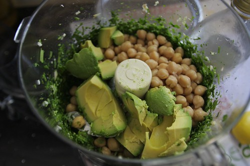 avocado & garbanzos