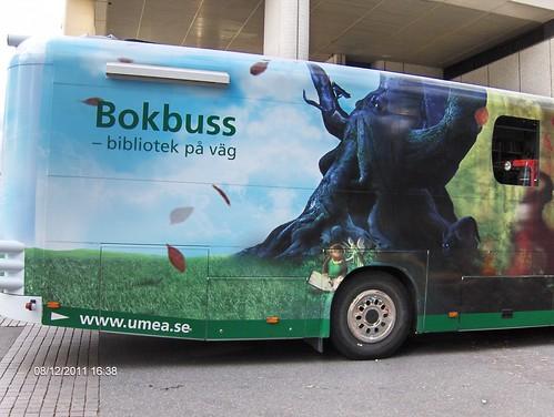 En svensk bokbuss  (Umeå) by buskfyb