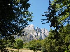 Climbing up towards Fuente D (rgrant_97) Tags: espaa walking spain senderismo cantabria picosdeeuropa caminhadas fuented espinama pido walk6 sunflowerguides