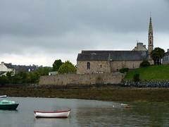 Landevenec en Bretagne, Brittany, France (Phil Nistre) Tags: blue sea france church water port harbor boat brittany harbour bretagne breizh bateau eglise chapelle barque finistre buoyant landevennec aulne