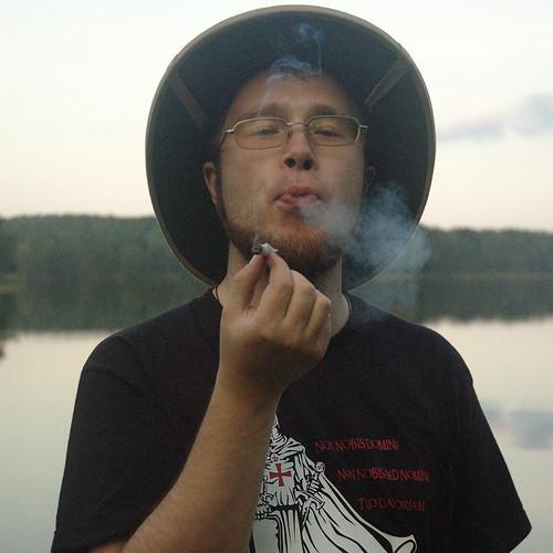 Естественно он курит... Беломор DSC_4248
