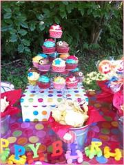 Nuestros cupcakes en mesa dulce (Sweet Place A Corua) Tags: party cupcakes circo circus cupcake mesa tiovivo colorido mesadulce