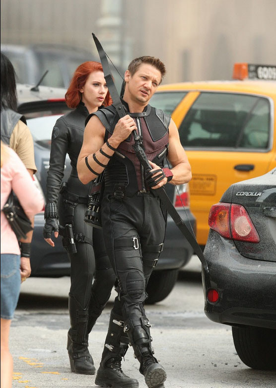 Renner-Hawkeye-Bow-Avengers-Movie