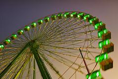 Una vueltecita a la puesta del sol (~ Kero ~) Tags: verde wheel luces noche rojo long bokeh feria ferris exposition naranja melilla exposicion larga diversion atraccion