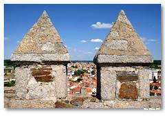Ameias e Merlões (vmribeiro.net) Tags: castle portugal geotagged view castelo vista ameias ameia sabugal merlão merlões geo:lat=4035143607650184 geo:lon=7093862496479801