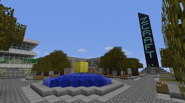 La place centrale et la copie de la tour de Zcraft