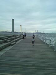 臨港パークで海辺をお散歩の写真