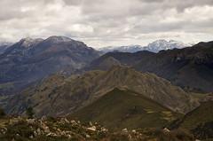Monfrechu (elosoenpersona) Tags: espaa mountain mountains landscape spain asturias paisaje peaks montaa cordillera picos montaas ribadesella asturies cantabrica monfrechu elosoenpersona