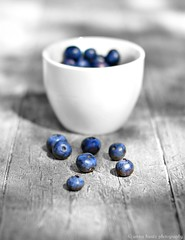 Seven Little Berries (AnnaHwatz) Tags: cup 7 seven blueberries selectivecolour odc2