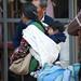 Il modo tradizionale per trasportare un bambino (Salvador de Jujuy)