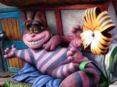Le chat du Cheshire (Weingarten) Tags: disneyland parade desfile aliceinwonderland cheshirecat parada dfil korso parata alicenelpaesedellemeraviglie stregatto aliciaenelpasdelasmaravillas aliceaupaysdesmerveilles aliceimwunderland gatodecheshire chatducheshire