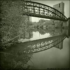 El Puente de Acero (m@®©ãǿ►ðȅtǭǹȁðǿr◄©) Tags: españa canon sigma valladolid pisuerga puentecolgante castillayleón riopisuerga canoneos400ddigital m®©ãǿ►ðȅtǭǹȁðǿr◄© sigma10÷20mmexdc marcovianna imagenesdeespaña imagenesdevalladolid