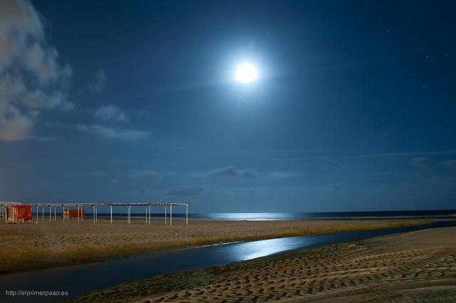 Fotograf�a nocturna en la playa de Cambrils