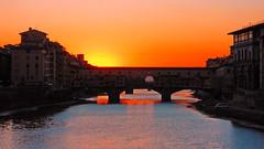 Firenze-Tramonto su Ponte Vecchio (MaOrI1563) Tags: old bridge sunset italy water florence italia tramonto arte tuscany firenze arno toscana sole acqua pontevecchio mygearandme pontevecchioaltramonto maori1563