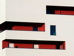 (mop plaer) Tags: red white window architecture rouge balcon fentre blanc nantes immeuble marcelsaupin