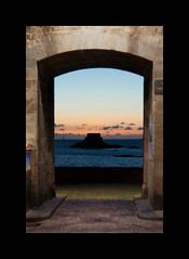 St Malo - Frames (davcare) Tags: sunset france sol st del 50mm nikon tramonto coucher bretagne du frame nikkor f18 puesta francia malo cornice bretagna d90 solil
