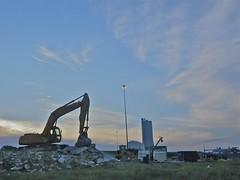 Construction Zone (ricko) Tags: sunrise constructionarea lamppost kansas hyundai shawnee backhoe i435midlanddrive