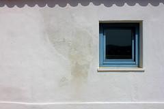 Stamp (Hlder Cotrim) Tags: blue white portugal branco azul canon casa south sombra cal janela algarve sul aljezur sud portogallo barlavento sden