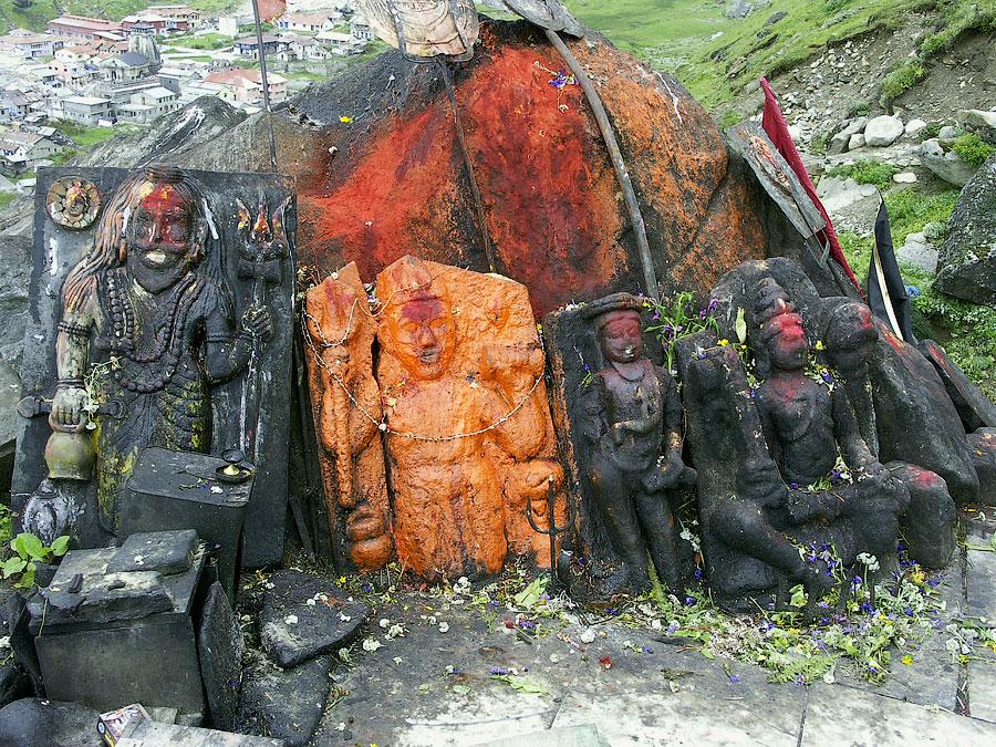 Шрайн в горах над Кедарнатхом Кедарнатх (храм Кедар) © Kartzon Dream - авторские путешествия, авторские туры в Индию, тревел фото, тревел видео, фототуры