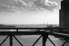 Brooklyn Bridge (G*C*) Tags: city nyc bridge newyork statue brooklyn de liberty 50mm la nikon mahattan libert f12 d300