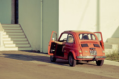 (Fran-cesca) Tags: light red summer car 500 rosso puglia luce peschici estate2011