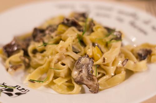 Kuuseriisika-sibula pasta / Mushroom & onion pasta