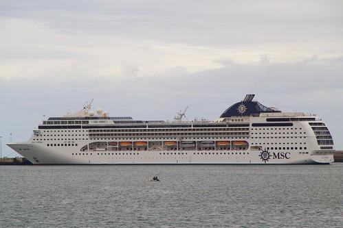 Crucero MSC Opera amarrado en Getxo