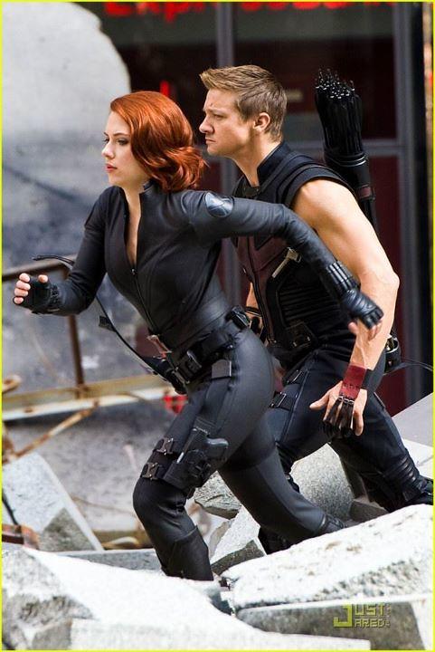 Black-Widow-Hawkeye-Johansson-Renner