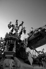 Estrenando trono (E.M.López) Tags: blancoynegro blackwhite madera escultura septiembre paso verano fe jaen imagen dios salud cofrade virado talla calvario jesucristo procesión trono fervor 2011 devoción cofradía hermandad crucificado procesional alcalálareal cristodelasalud
