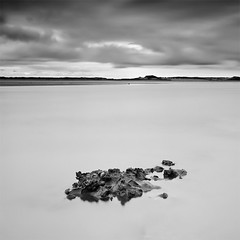 Oysters Rock (DavidFrutos) Tags: longexposure bw costa seascape beach water monochrome rock clouds square landscape monocromo coast interestingness agua rocks dunes playa paisaje bn explore filter le lee nubes nd filters drama canondslr roca rocas cantabria 1x1 filtro filtros liencres gnd neutraldensity canon1740mm flickraward densidadneutra riopas interesantsimo davidfrutos 5dmarkii niksilverefexpro bigstopper singhraygalenrowellnd3ss pndelasdunasdeliencres