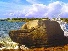 Illa de Arousa / Isla de Arosa (Luis Diaz Devesa) Tags: espaa beach mobile landscape spain rocks europa europe niceshot mobil playa paisaje galicia galiza pontevedra rocas mvil riasbaixas illadearousa isladearosa nokia5800xpres luisdiazdevesa